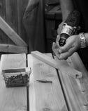 Fixando um banco de madeira velho Fotografia de Stock Royalty Free