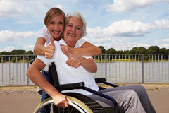 Fixation de femme handicapé et d'infirmière Photos libres de droits