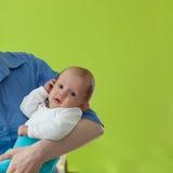 Fixation de mère sa chéri photographie stock libre de droits