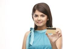 fixation mignonne de fille de crédit de carte photos libres de droits