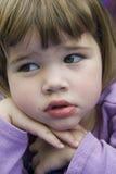 Fixation mignonne de petite fille réceptrice Photographie stock