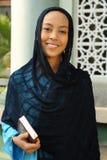 Fixation musulmane Qur'an de femme Photos stock