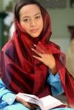 Fixation musulmane Qur'an de fille Image libre de droits