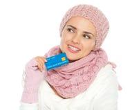 Fixation pensive de femme par la carte de crédit Photographie stock