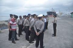 Fixez l'arrivée commune de membre de Gafatar de personnel au port d'Emas Semarang de Tanjung Photographie stock libre de droits