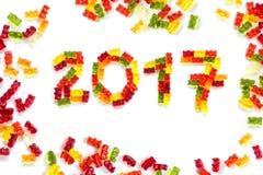 2017 fizeram dos ursos gomosos como um cartão do ano novo feliz, i Imagens de Stock