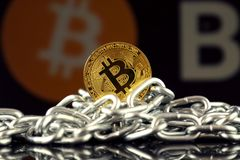 Fizyczna wersja Bitcoin nowy wirtualny pieniądze łańcuch i obrazy royalty free