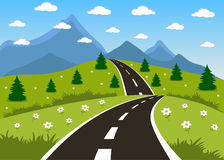 Fjäder eller sommarväg till berg Arkivbilder