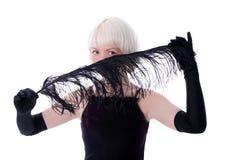 fjäder för svart framsida som döljer den älskvärda kvinnan Fotografering för Bildbyråer