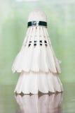 Fjäderboll för badmintonlek Royaltyfri Bild