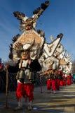 Fjädern maskerar den MummersSurva Bulgarien Royaltyfri Bild