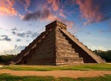 Fjäderormen - dagjämning i den Kukulkan pyramiden Royaltyfri Fotografi