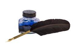 Fjäderpenna och färgpulver Royaltyfri Foto