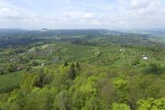 Fjädra landskapet i bohemiskt paradis med blommande flora Fotografering för Bildbyråer