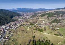 Fjädra landskapet i Rumänien, flyg- sikt i bygd royaltyfria bilder