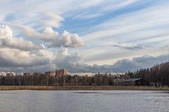 Fjädra på floden Royaltyfria Foton