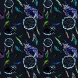 Fjädrar uggla, katt, dreamcatcher, svart bakgrund upprepa för modell Fotografering för Bildbyråer