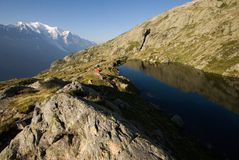Fjällängar beskådar till Mont Blanc i Frankrike Arkivbild