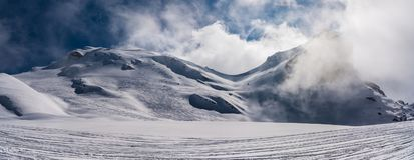 Fjällängarna i höga berg Royaltyfria Bilder