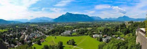 Fjällängarna och den Salzburg panoraman Arkivbilder