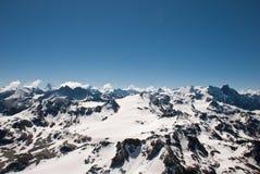 Fjällängbergen - mellan is och snö Arkivbild