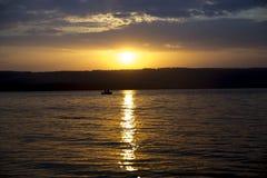 fjärd över solnedgång arkivbilder
