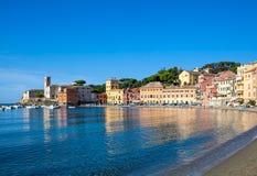 Fjärd av Baia del Silenzio i Sestri Levante i Italien, Europa Royaltyfri Fotografi