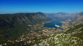 Fjärd av Kotor från höjderna Sikt från monteringen Lovcen till fjärden stock video