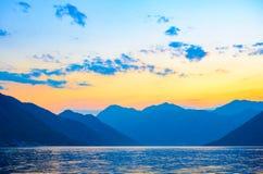 Fjärd av Kotor på solnedgången Panorama av den Boka-Kotorska fjärden, Montenegro Fotografering för Bildbyråer
