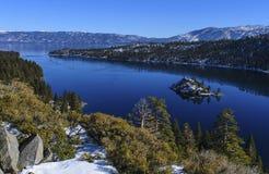 Fjärd för bergLake Tahoe smaragd arkivfoton
