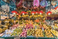 Fjärd Hong Kong för vägbank för ställning för marknad för tropisk frukt fotografering för bildbyråer