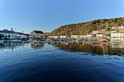 Fjärd med en gammal port Royaltyfri Bild