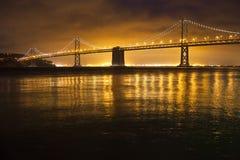 Fjärdbro, nattsikt, San Francisco Royaltyfri Bild