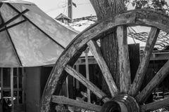 Fjärdedel av ett hjul i svartvitt Arkivfoto