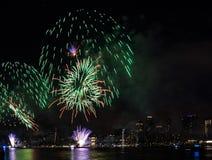Fjärdedel av Juli fyrverkerier New York City royaltyfri fotografi