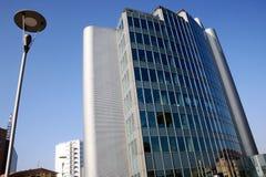 fjärdedel för 25 milan för arkitekturbyggnadsdetalj modern kontor Arkivfoton