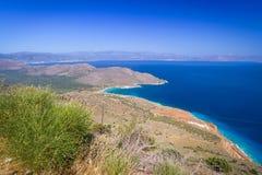 Fjärden beskådar med blåttlagunen på Crete Arkivbilder