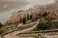 Fjärdsikt från fästningen i Kotor - bild royaltyfri fotografi
