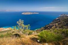 Fjärdsikt med den blåa lagunen på Crete Arkivbilder