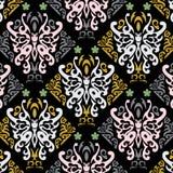 Fjärilswallpaperen med guld- mönstrar royaltyfri illustrationer