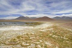 Fjärrkontroll kargt vulkaniskt landskap av den Atacama öknen, Chile Arkivbilder
