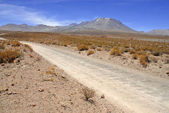 Fjärrkontroll kargt vulkaniskt landskap av den Atacama öknen, Chile Arkivbild
