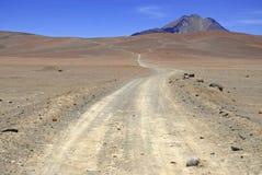Fjärrkontroll kargt vulkaniskt landskap av den Atacama öknen, Chile Royaltyfri Fotografi
