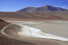 Fjärrkontroll kargt vulkaniskt landskap av den Atacama öknen, Chile Arkivfoto