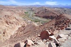 Fjärrkontroll kargt vulkaniskt landskap av Valle de la Luna, i den Atacama öknen, Chile Arkivfoton