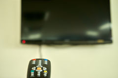 Fjärrkontrollpunkt på television Fotografering för Bildbyråer