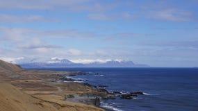 Fjörds do leste de Islândia com geleiras Foto de Stock