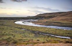 Fjadra flod som flödar in i den Fjadrargljufur kanjonen Arkivbild