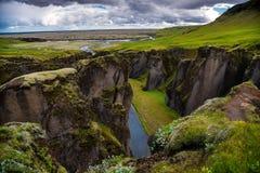 Fjadrargljufur峡谷风景看法在南冰岛夏天 库存图片