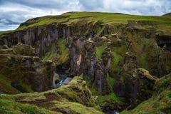 Fjadrargljufur峡谷风景看法在南冰岛夏天 免版税库存图片